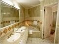 4006-049-san-bchfront-jacuzi-suite-bath_5176
