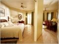 4007-050-san-bchfront-jacuzi-suite-living_5409