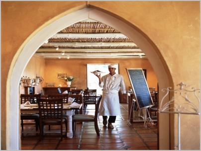 gallery-country-kitchen-waiter